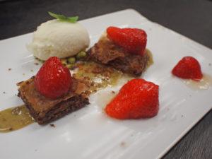 Baklava met pistache en aardbeien
