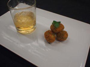 Gefrituurde olijven met sherrygranita