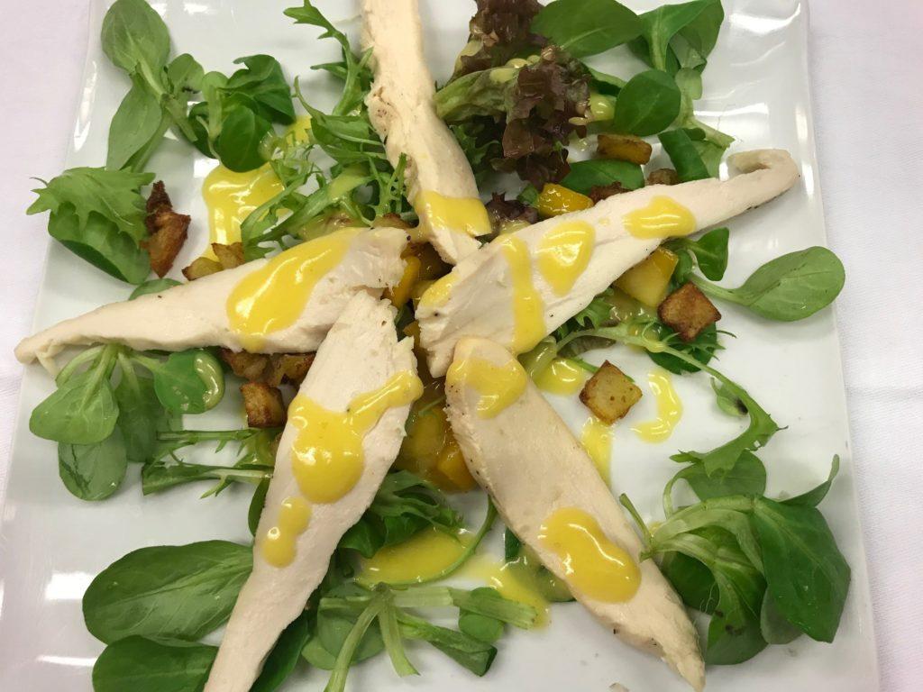 Salade van kipfilet en mango