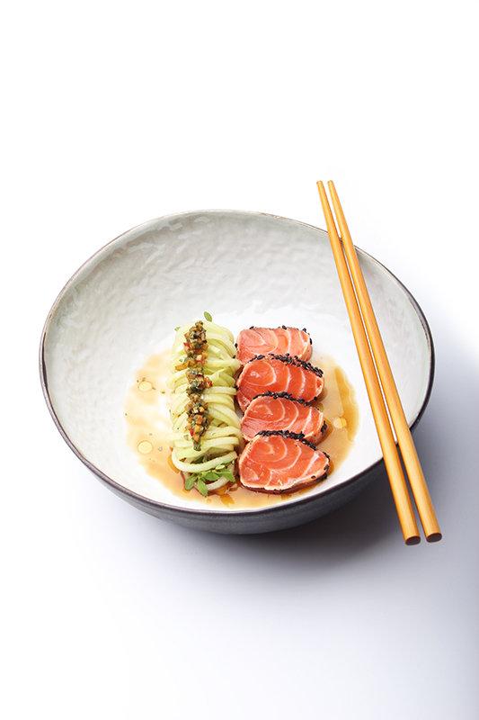 Zalm tataki met komkommer