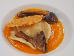 Pompoenvelouté met ravioli en cèpes